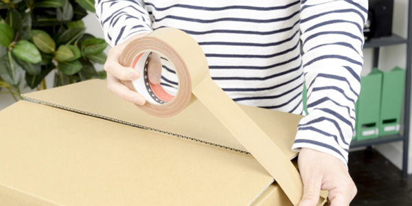 スナップ日本酒のラッピング・梱包は当店スタッフが丁寧に手作業で行っております